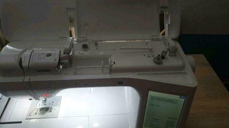 Gebraucht- im Top-Zustand Brother Stickmaschine Innov-is V3